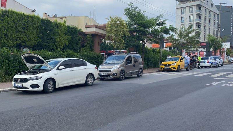 Kocaeli haber- Caddede yolcu indirmek istedi, 3 araç birbirine girdi
