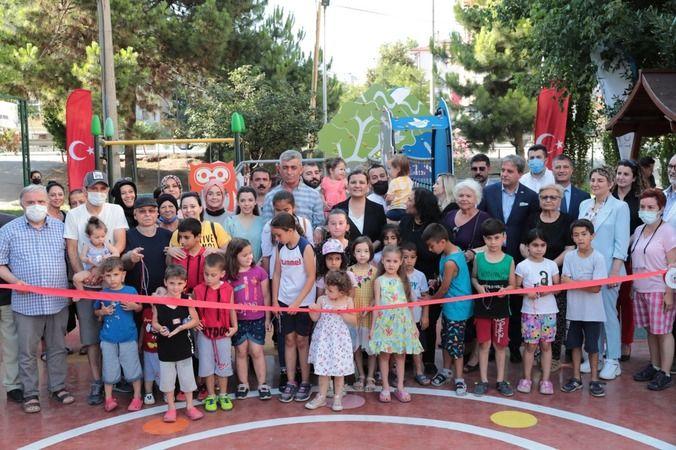 İzmit'te çocuk parkını çocuklar kendi açtı