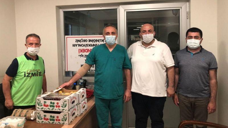 Kocaeli Haber - İzmit Belediyesi'nden sağlık çalışanlarına meyve ikramı