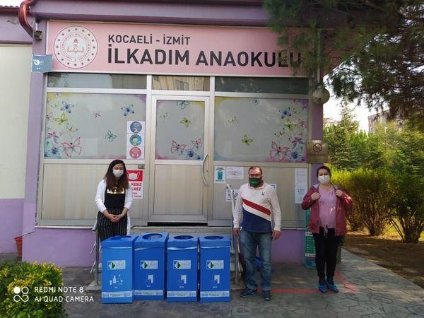İzmit Belediyesinden iş yerlerine geri dönüşüm kutusu