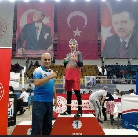 Başarılı minik boksör, Avrupa'da Türkiye'yi temsil edecek