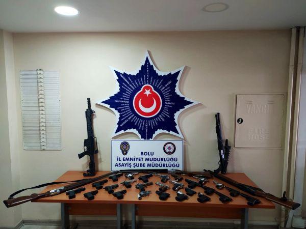 Bolu'da çok sayıda ruhsatsız tabanca ve tüfek ele geçirildi