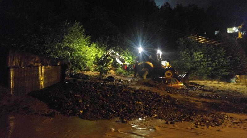 Kastamonu yolunda heyelan nedeniyle iki araç toprak altında kaldı