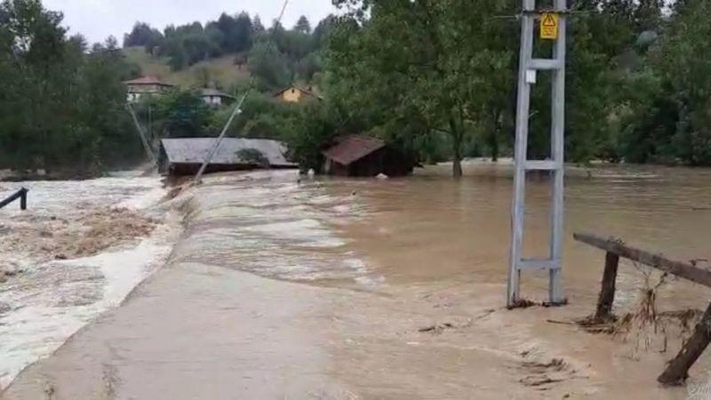 Kastamonu'da şiddetli yağış sonrası bir köy su altında kaldı
