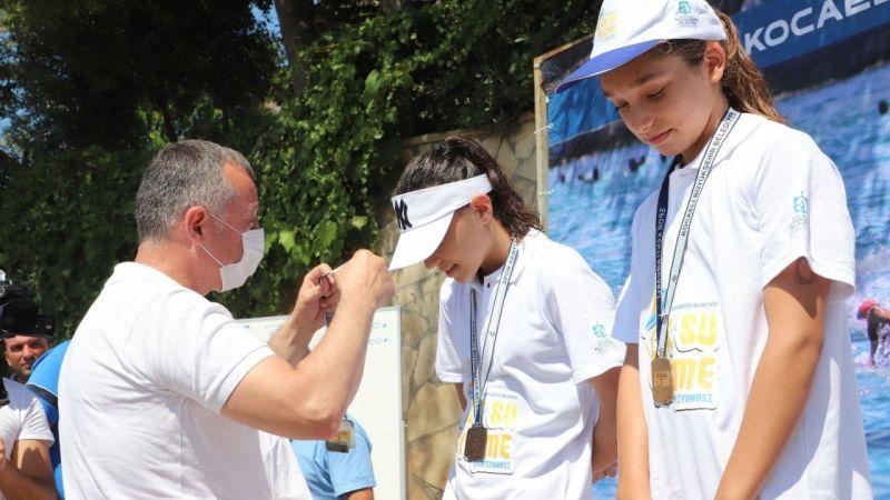 Kocaeli Haber - Açık Su Yüzme Yarışında derece yapan sporculara ödülleri verildi
