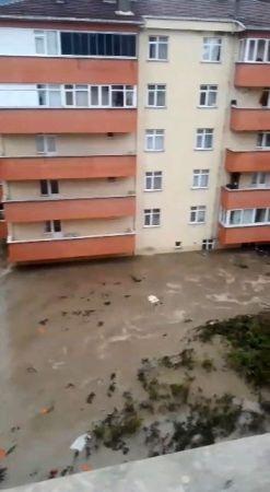 HES patladı ilçe sular altında kaldı: 1 ölü