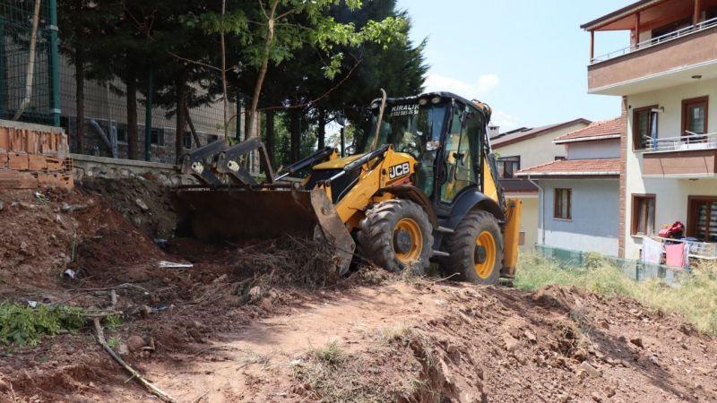Kocaeli Haber - İzmit'te zamana yenik düşen sokak merdivenleri yenileniyor