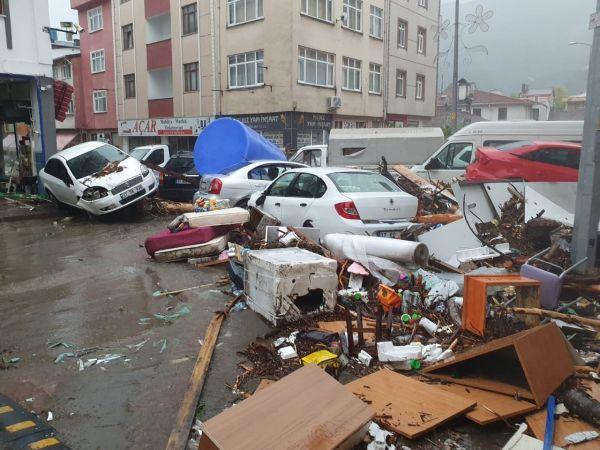 Sel sonrası Bozkurt ilçesi savaş alanına döndü