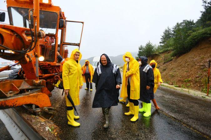 İçişleri Bakanı Süleyman Soylu, sel bölgesine gelerek incelemelerde bulundu