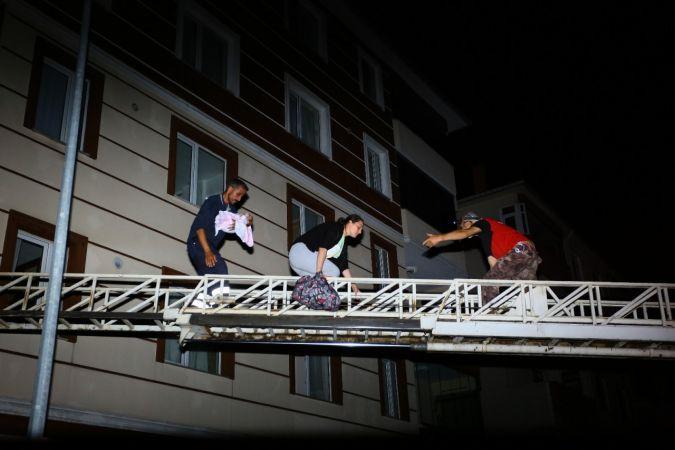 Bozkurt'ta arama kurtarma çalışmaları devam ediyor, vatandaşlar tahliye ediliyor