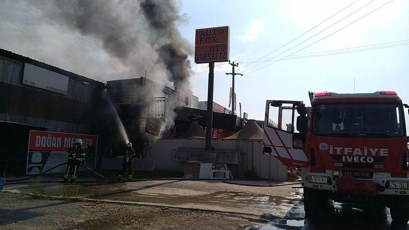 Kocaeli Haber - Sanayi Mahallesi'nde Bulunan Oto Bakım Servisinde Yangın!