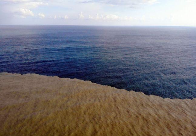 Sel bölgesinde deniz iki renk