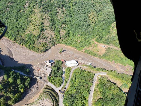 DSİ Genel Müdürü, gazeteciler ile HES alanını helikopterle inceledi
