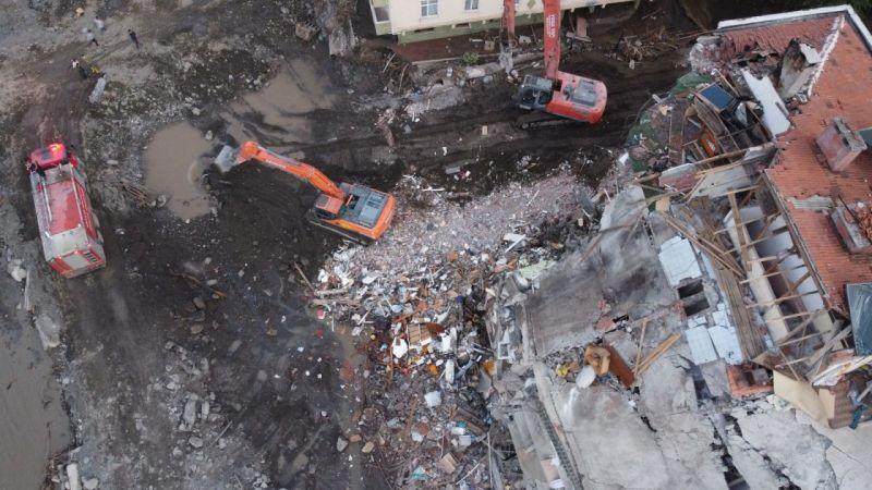 Selde ağır hasar alan 5 katlı o bina yıkılıyor