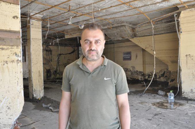 Tavanı yangın tüpüyle kırarak hem kendini hem de komşusunu kurtardı