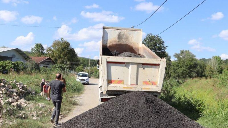 Kocaeli Haber - İzmit Belediyesi asfalt kırıklarıyla yolları yeniliyor