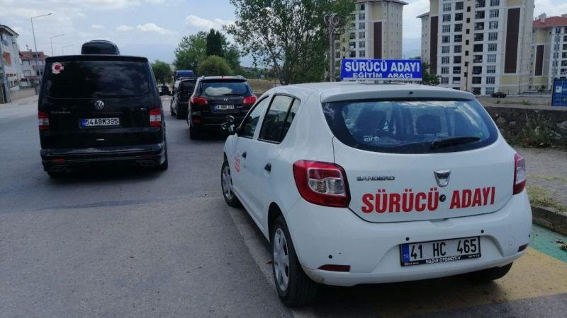 Kocaeli Haber - Sürücü Adayı Aracı Aniden Durdu, Sürücü Kursu Eğitmenini Tabanca ile Darp Ettiler
