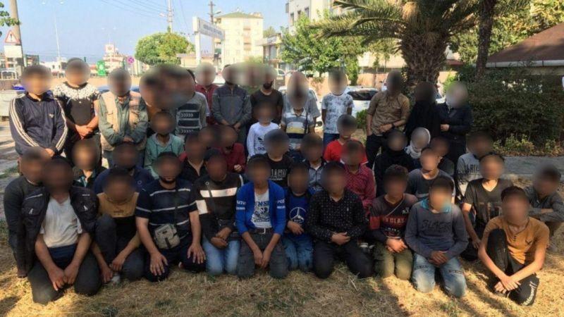 Kocaeli Haber - TEM'de Durdurulan Bir Minibüsten 50 Kaçak Göçmen Çıktı: 3 Gözaltı