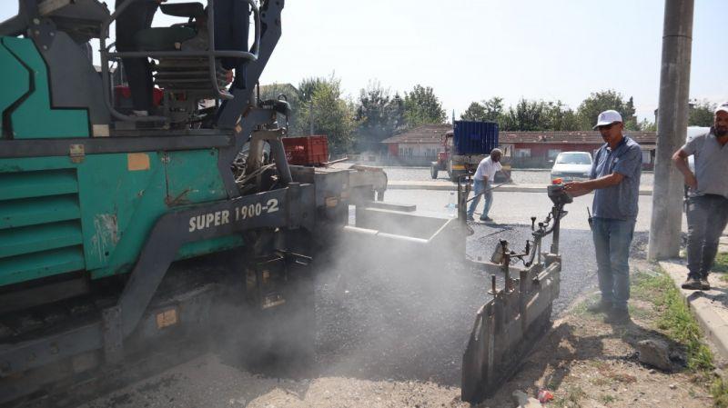 Aziziye Mahallesinde sıcak asfalt çalışması