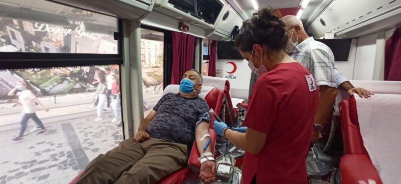 Görme engelli ilk milletvekili Ayva'dan aşı çağrısı