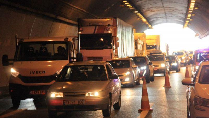 Kocaeli Haber - TEM'deki Kazada Yanan Araçtan Son Anda Kurtuldular