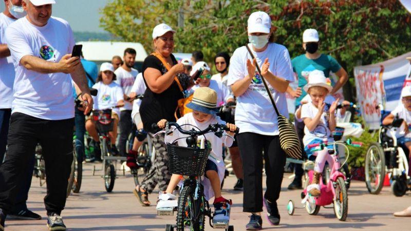 Kocaeli Haber - Yıllar Sonra Bisiklete Binen Çocuklarının Mutluluklarına Ortak Oldular