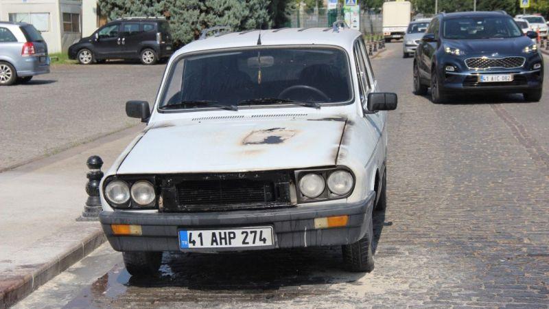 Kocaeli Haber - Alevlere Teslim Olan Otomobili Küle Dönmekten İtfaiye Kurtardı