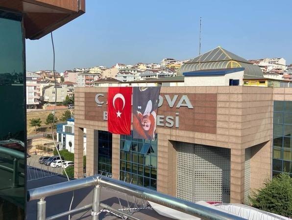 Kocaeli Haber - Atatürk Posterini Ters Asan Belediye'den Açıklama