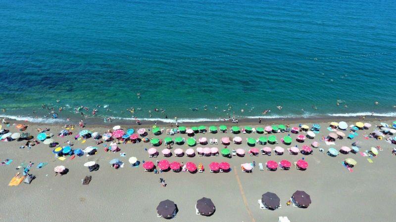 Akçakoca'da plajlar doldu taştı