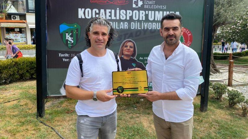 Kocaeli Haber - Avusturya'dan İzmit'e gelen  Bülent Bilgen'e plaket sürprizi