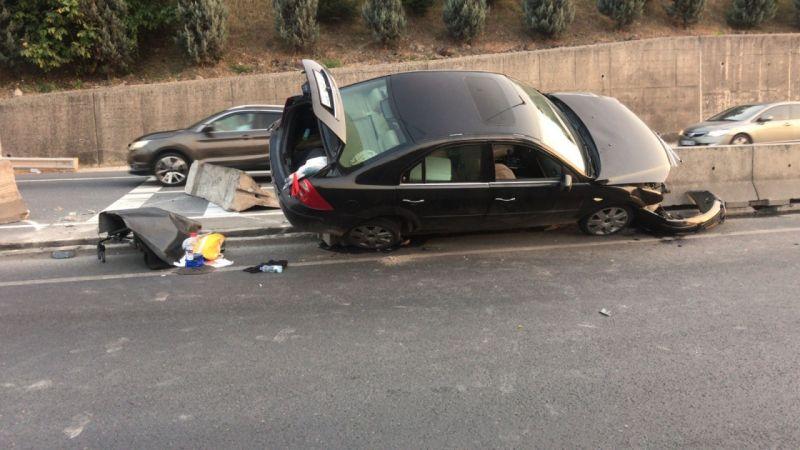 Kocaeli haber - Kadın Sürücü Tırı Sollamak İsterken Bariyerlere Çarptı: 2 Yaralı