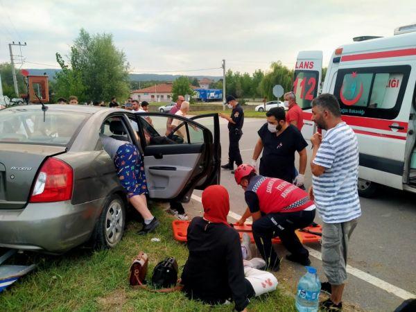 Duble yolda iki otomobil çarpıştı: 4 yaralı