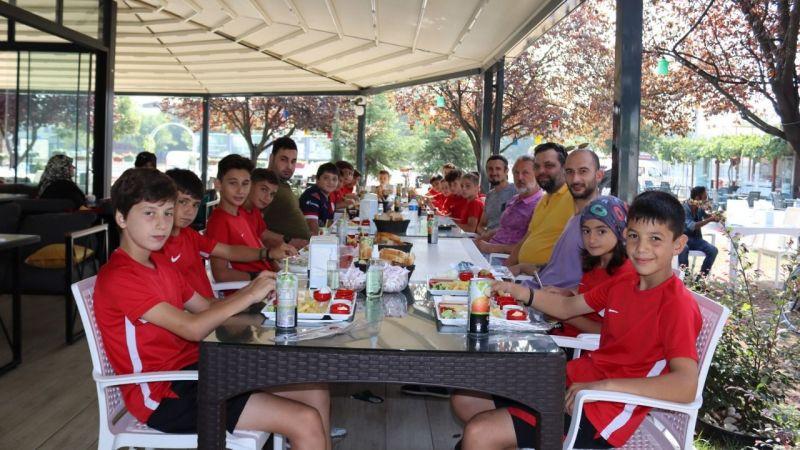 Kocaeli Haber - Kocaelispor Bilgi Yarışması'nın kazananları efsanelerle kahvaltıda buluştu