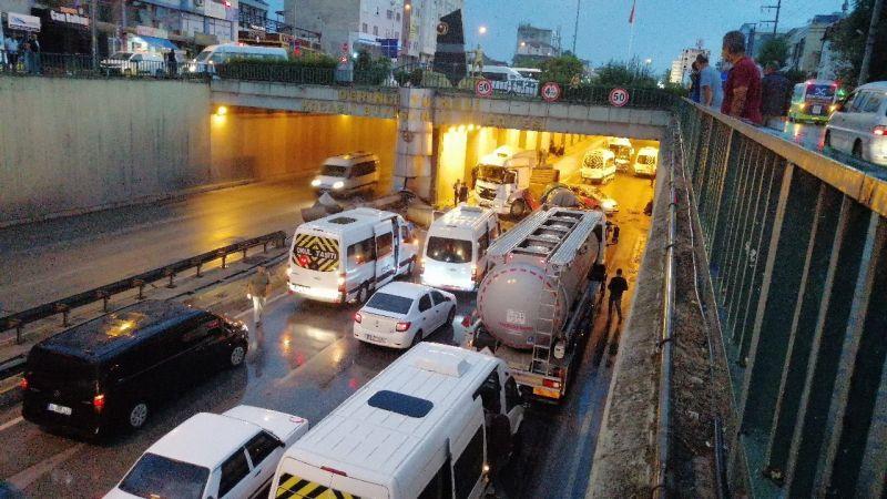 Kocaeli Haber - Kayganlaşan Yolda 17 Araç Birbirine Girdi: 4 Yaralı