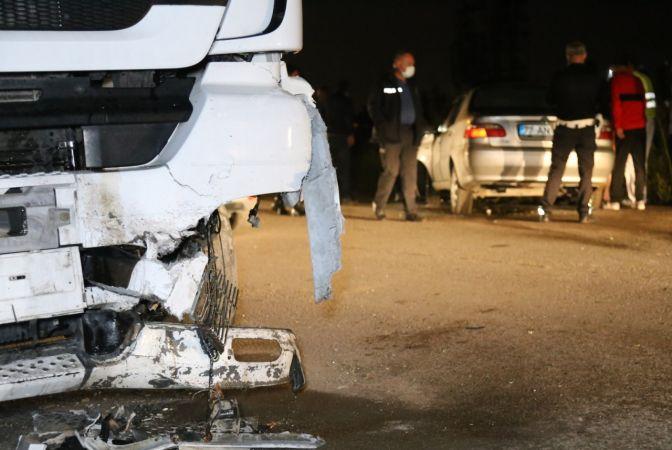 Kocaeli Haber - Otomobil Park Halindeki Tankere Çarptı, Küçük Çocuk Camdan Yola Fırladı: 1'i Ağır 3 Yaralı