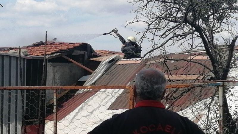 Kocaeli Haber - Söndürülmeyen Sigara Çatıyı Yaktı