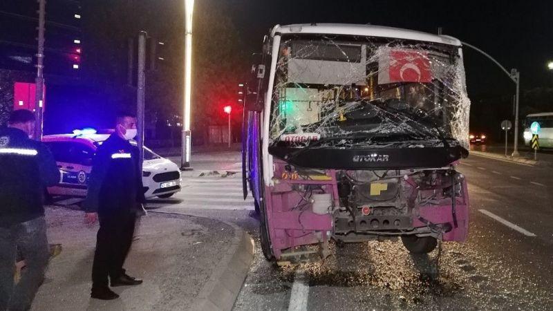 Kocaeli Haber - Işık İhlali Yapan Tır ile Yolcu Otobüsü Çarpıştı: 4 Yaralı