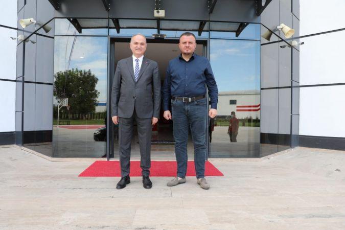 Başkan Özlü Bahçeşehir Kolejini ziyaret etti