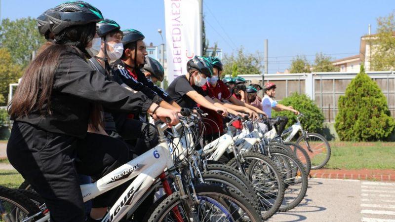 Kocaeli Haber - İzmitli gençler  Avrupa Hareketlilik Haftası'nda pedalları sağlık için çevirdi