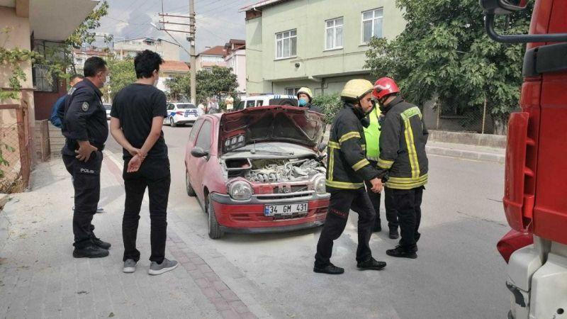 Kocaeli Haber - Kaza Yapan Otomobilden Çıkan Dumanlar Korkuttu