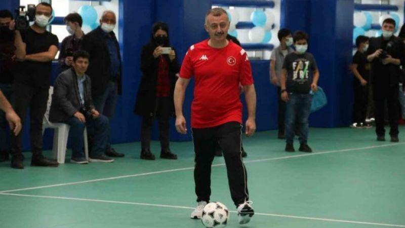 Belediye başkanı formasını giyip, Avrupa şampiyonu millilerle maç yaptı