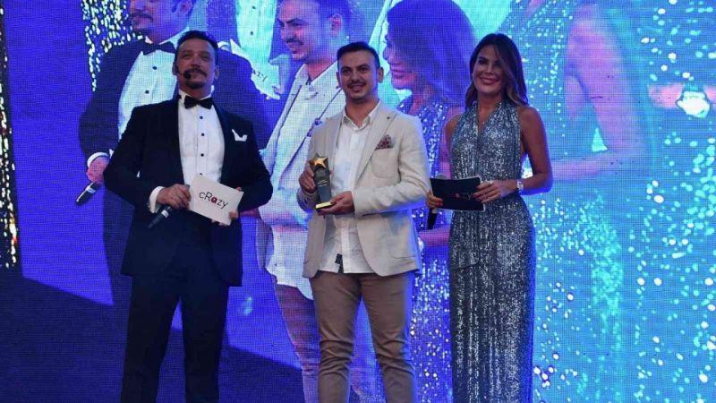 Kocaeli Haber - 'Yılın En İyi Medikal Firması' Ödülünü Ünlü Sunucuların Elinden Aldı