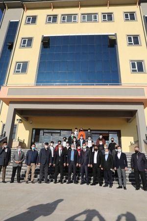 Başkan Ellibeş, yeni yapılan okullara hayran kaldı