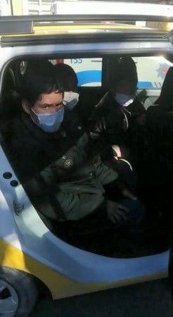 Taksi içinde 9 göçmen yakalandı