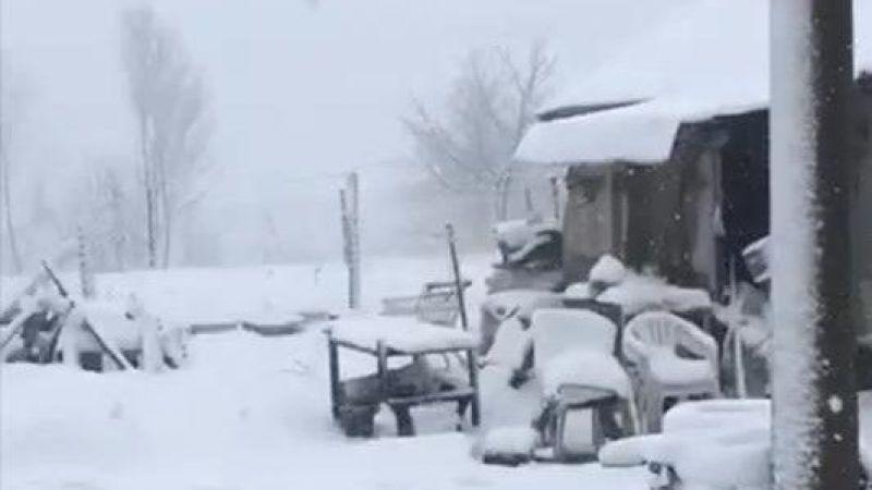 Gölcük Ayvazpınar'da kar yağışı başladı