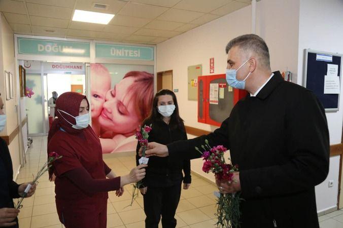 Başkan Sezer, hastaneyi ziyaret edip kadınlar gününü kutladı