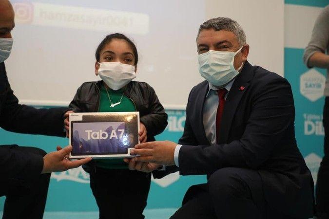 Engelli öğrencilere tablet hediye edildi