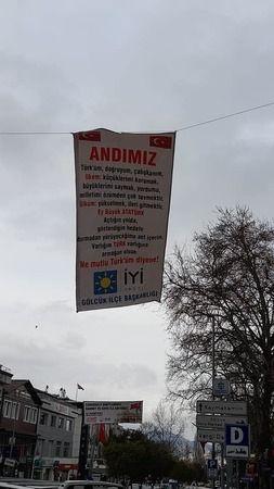 İYİ Parti Gölcük'te ANDIMIZ pankartı ile dikkat çekti