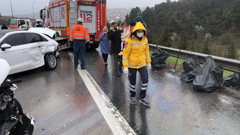 10 aracın karıştığı zincirleme kaza TEM'i kapattı