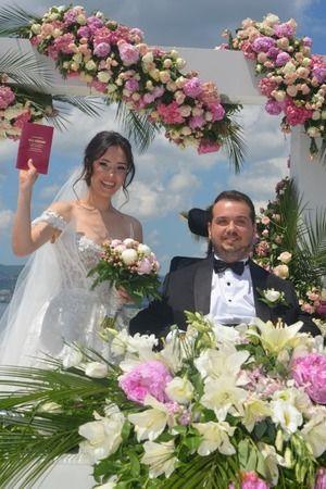 Gölcüklüleri buluşturan muhteşem düğün